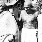 Mahatama-Gandhi-in-Srinagar-with-Begum-Akbar-Jehan-and-her-daughter-Khalida-Shah